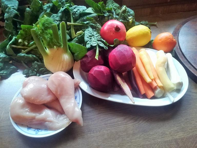 Huhn mit Spinat, buntem Gemüse & Granatapfel